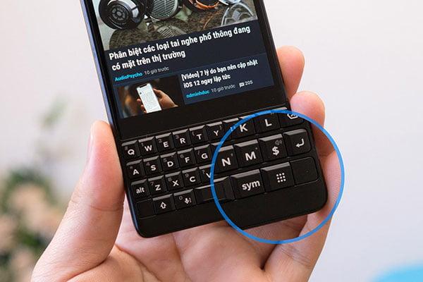 Phím đổi app thuận tiện chỉ có trên blackberry key2