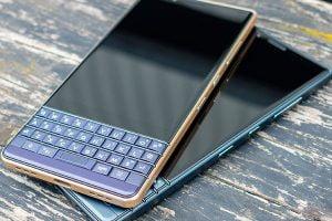 Thay mặt kính Blackberry key2 le