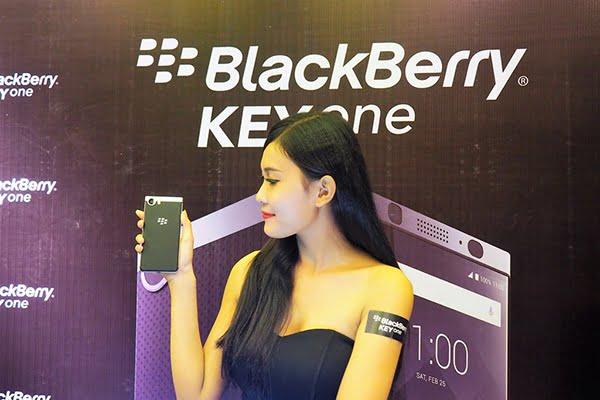 Con gái dùng blackberry thì sẽ như nào