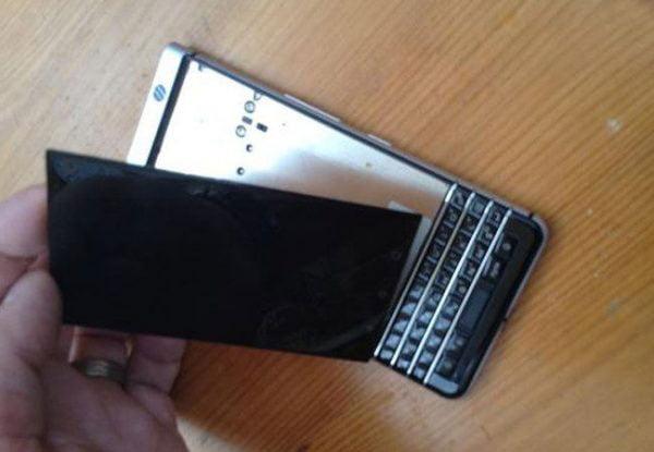 Các bước, quy trình bước vào thay mặt kính blackberry keyone
