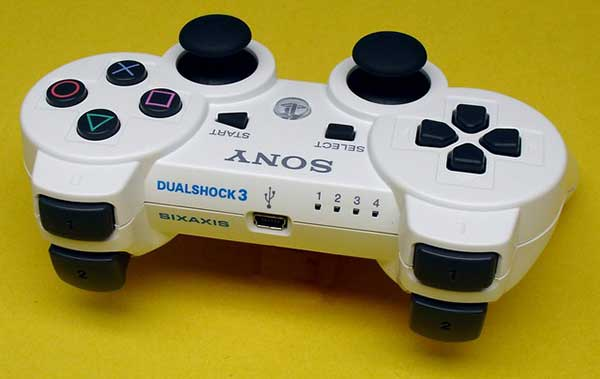 tay-cam-choi-game-Sony-Dualshock-3