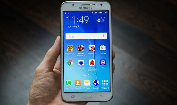 thay-man-hinh-mat-kinh-cam-ung-Samsung-Galaxy-J7