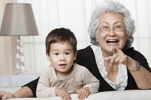 Mơ thấy bà già, trẻ em